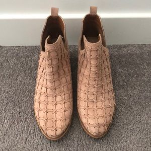 Mi.iM ankle booties size 8